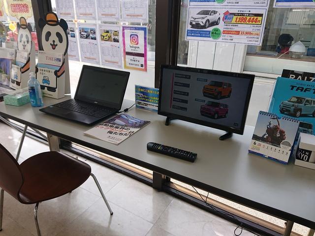 ウルトラ車検市原 無料のパソコン利用可能スペースに、無料でお飲み物もご用意しております