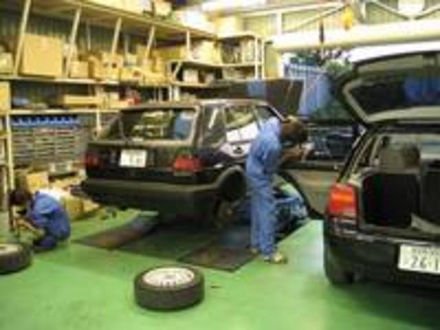 創業57年、今まで培ってきた知識や技術と経験。古いお車でもばっちり整備致します!