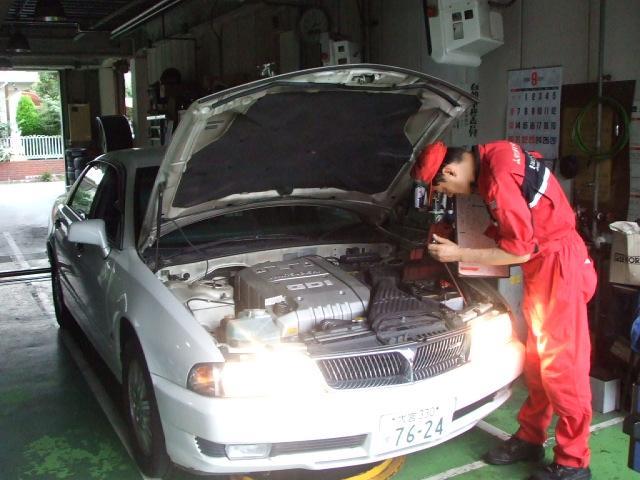 三菱の整備資格をもったサービスマンがしっかりと点検・整備を致します!あなたの愛車もお任せください!