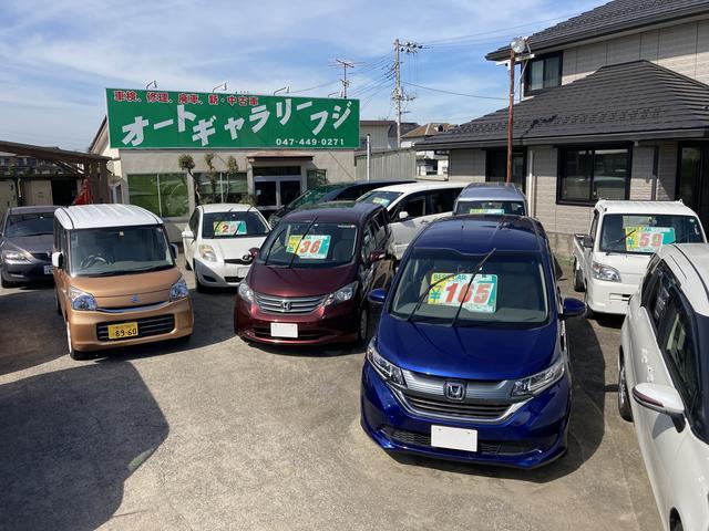 展示場広々。ゆっくりとお車を選べますよ!!
