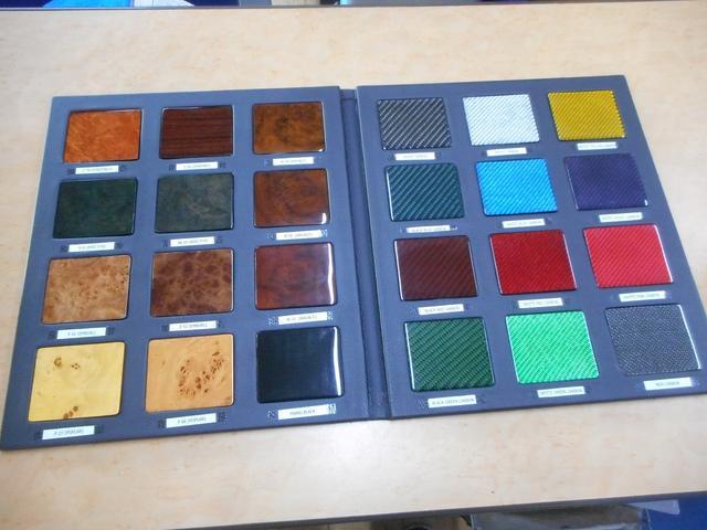 リアルカーボン、本木素材を使用した加工もできます。
