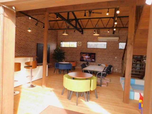 商談や作業待ちなどは、心地よい広々したスペースへと変更し、お客様がくつろげる空間になりました。