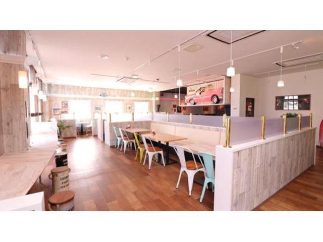併設CAFE&BAR【SIX TWO】 合間の時間でステーキ&ハンバーガーをお楽しみいただけます!