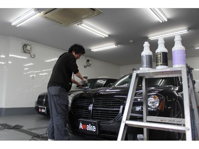当社オリジナルボディコーティング専用完全屋内PIT完備ご成約車はコーティング施工しご納車致します。