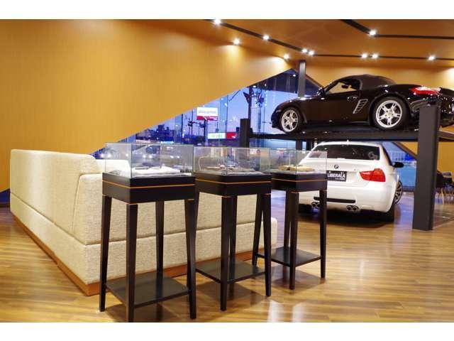 店内は落ち着いた雰囲気でゆっくりとくつろげる空間となっております。