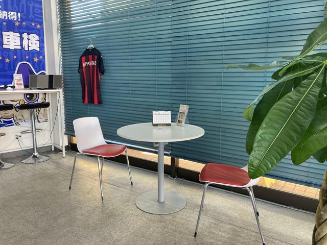 商談テーブルです!満足のいく1台を一緒に作り上げて行きましょう!