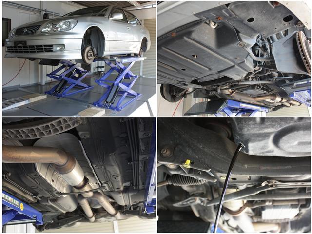 在庫車は入庫時とご成約後にリフトで点検整備、オイル類の交換をし、2重の整備と徹底した整備をします。