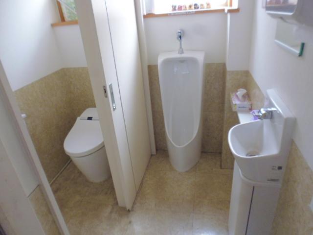 きれいなトイレでお出迎え。女子専用トイレあります。