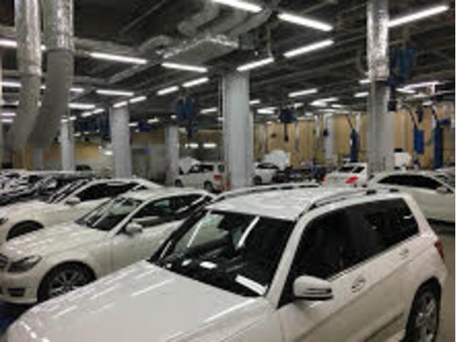お車はメルセデス専門の資格を持ったスタッフが整備致します。お預かり中のお車も大切に保管しております。