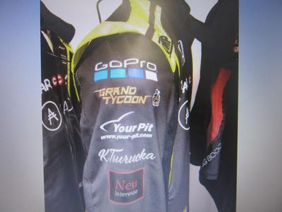 今年度のレーシングスーツに「ユーピット」