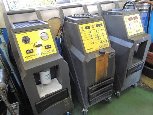 環境車検のための、エンジンオイルや、燃料ラインを洗浄する機械です。