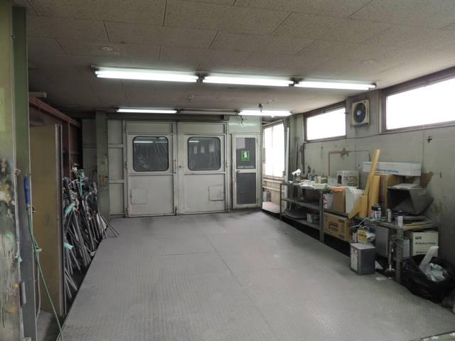 当店は自社認証工場を完備しており、お客様のカーライフをサポート致します。