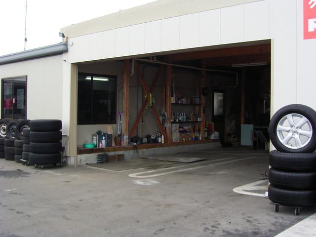 安心の自社工場完備!! 車検・修理・板金何でもご相談下さい。