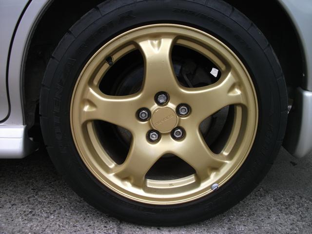 タイヤ持ち込み交換サービスも行っております。当店への直送も可能です。
