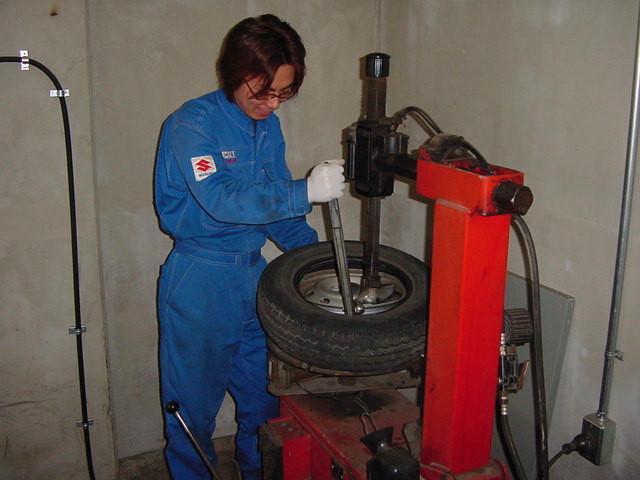タイヤの組み換えもお任せください。