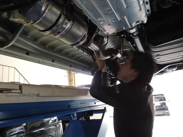 ハイエースのカスタム車両の車検も豊富な知識と技術で確実に作業をさせて頂きます。