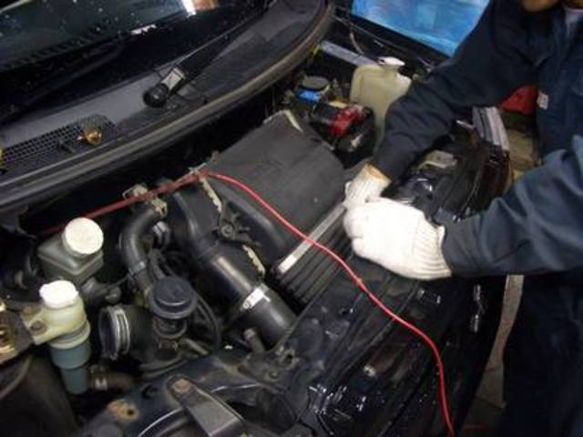 常時国家資格を取得した整備士がおりますので何でもご相談下さい!車検以外に修理なども承っております!!