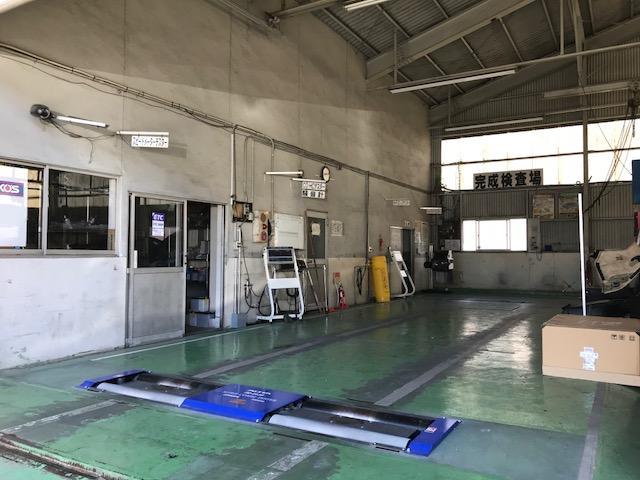 当社は充実した施設設備で指定工場(民間車検場)として認可されてます