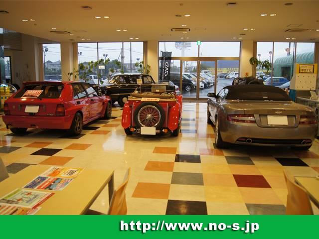 車好きなら見ているだけで楽しくなる名車達が大切に展示されています。運が良ければエンジン音も聴けます。