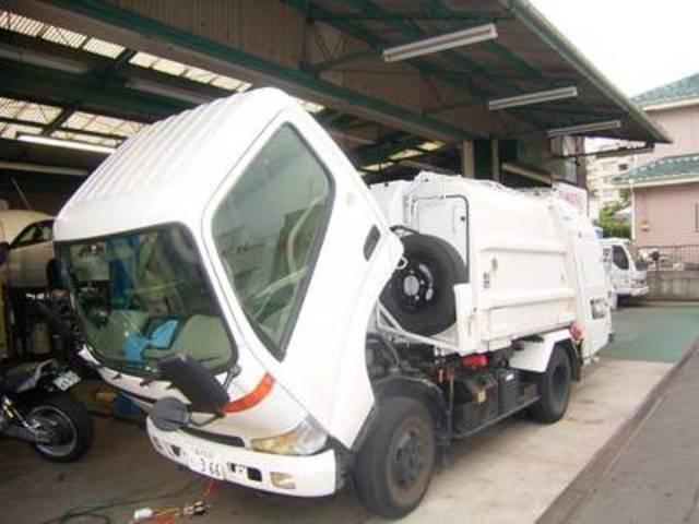 ゴミ処理トラックの車検・修理等、公共のお車の整備も承っております!