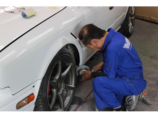 自社鈑金工場では軽微なキズヘコミ補修から事故修理まで幅広く対応いたします。