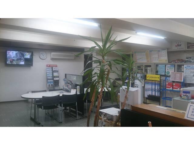 事務所兼お客様スペースです!いつでもきれいに、お客様にとって心地良い空間作りを心がけております!