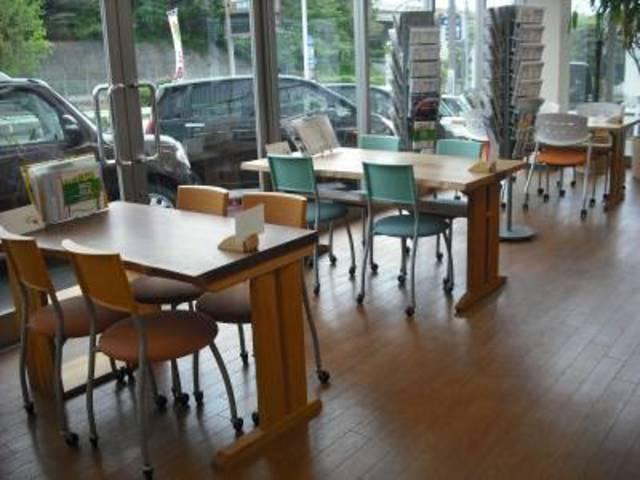 ダイハツカフェプロジェクト実施中です。女性のお客様でもお一人でお気軽にご来店ください♪