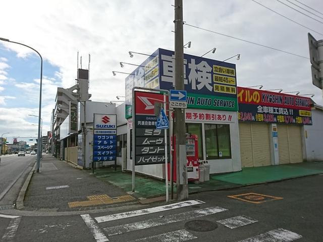 店舗正面。右横が車検ラインの入り口です。