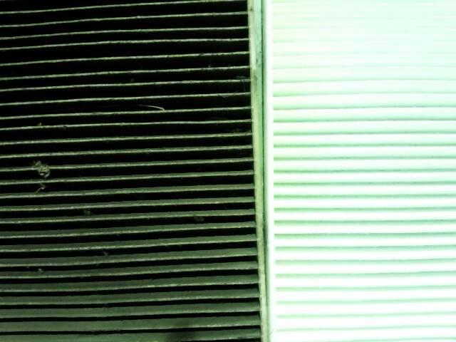 エアコン用フィルターが真っ黒になる前に交換しましょう!きれいな空気のほうが気持ちいいです。