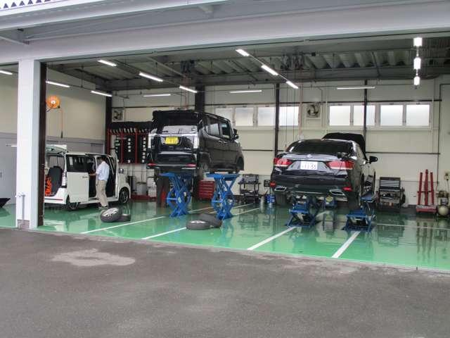 国家認証工場(2-6120)も併設で完備!ディーラー工場整備士経験者5名在籍しております!