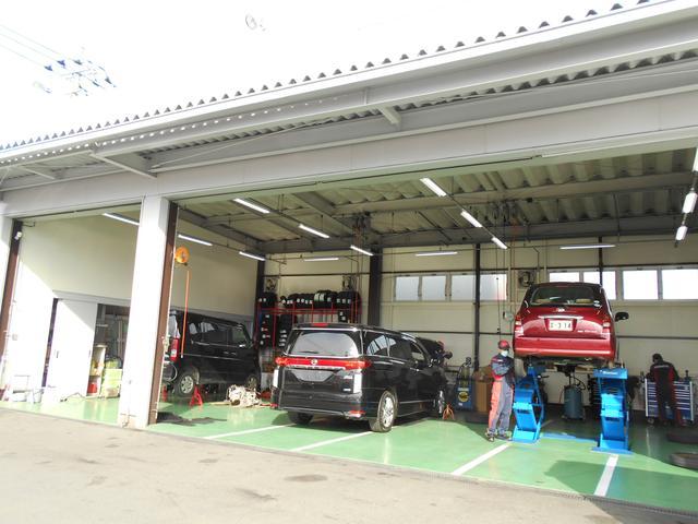 店舗の横には国家認証工場(2-6120)が併設!どのお車も法定整備をしてからご納車致します!