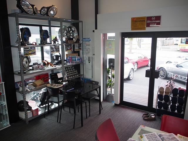 常にお客様の居心地の良い空間で頂けるよう商談ルームは清潔に一層力を入れております。