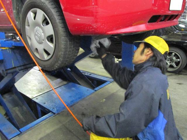 お車の細かいところもしっかりと整備いたします!
