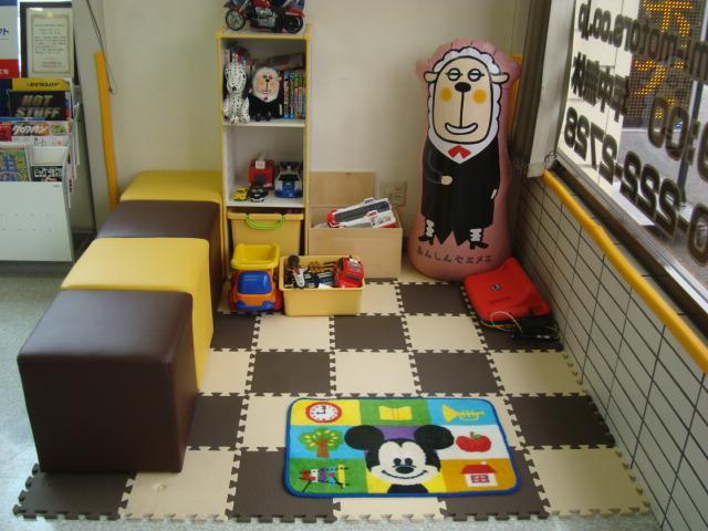 キッズスペースがございますのでお子様連れのお客様も安心です。