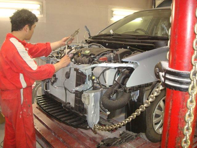 各損害保険会社の指定修理工場です。大ダメージの事故車の修理もお任せください!!