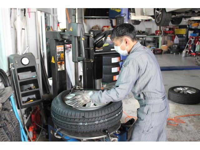 持ち込みによるタイヤの組み換えや交換も対応しております。当店では24インチまで対応しております。