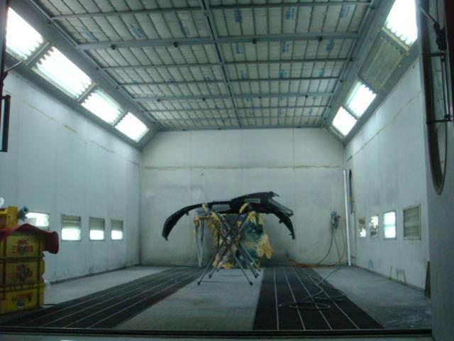 当社専用塗装ブースで輸入車の塗装クオリティを再現いたします。
