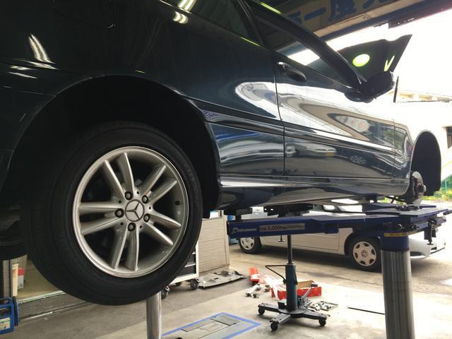 車検証の各種手続きは、平日に自ら行うのはなかなか難しい。当社ではそれらの手続きを割安にて承ります。
