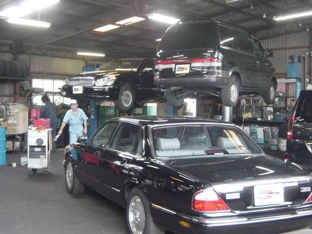 提携の国土交通省指定工場にて一台一台慎重に納車点検などが行われております。