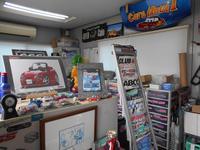 カプチーノ関連の雑誌やオリジナルパーツ、中古パーツの販売もしています。趣味性の高いお店です。