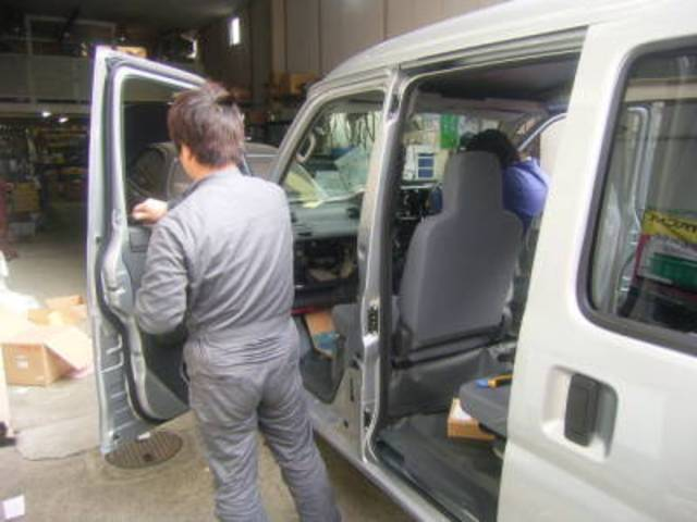 スタッフ一同、心を込めてお客様の大切なお車をメンテナンス致します。