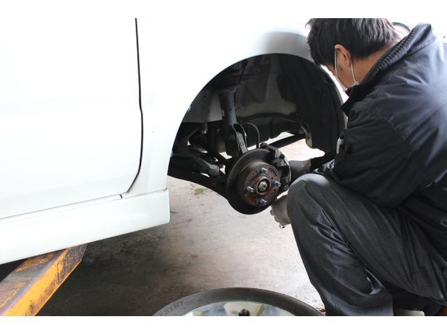 足廻りは車の中でも非常に大切な箇所になりますので、ベテラン整備士がしっかりと整備致します!