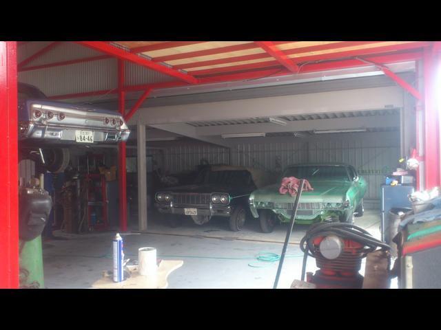 工場では車両のカスタムや修理を行っております!ここで色々造られます!