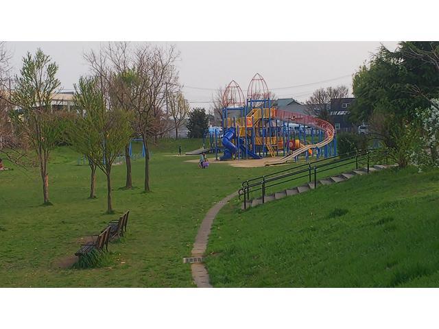 晴れの日限定ですが徒歩で7分くらいで遊具のある公園があります 作業待ちにいかがでしょうか♪