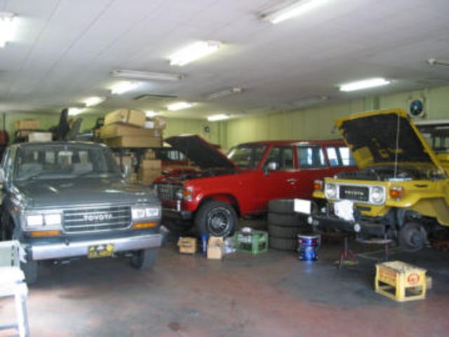 自社工場完備!ランクルやスカイラインはもちろんお客様の愛車の整備は自社で対応いたします。