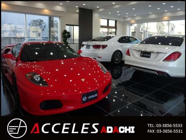 1Fは室内展示場を完備しておりますので雨天でのご来店でもゆっくりとお車選びをお楽しみ頂けます。