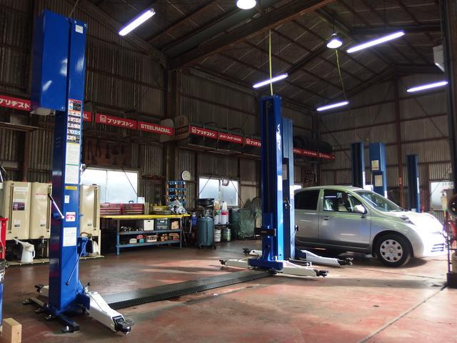 展示場裏には認証整備工場完備☆ご納車後のメンテナンス、車検・点検等もお任せください!