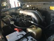 エンジン関連のパーツ取付けを行います。