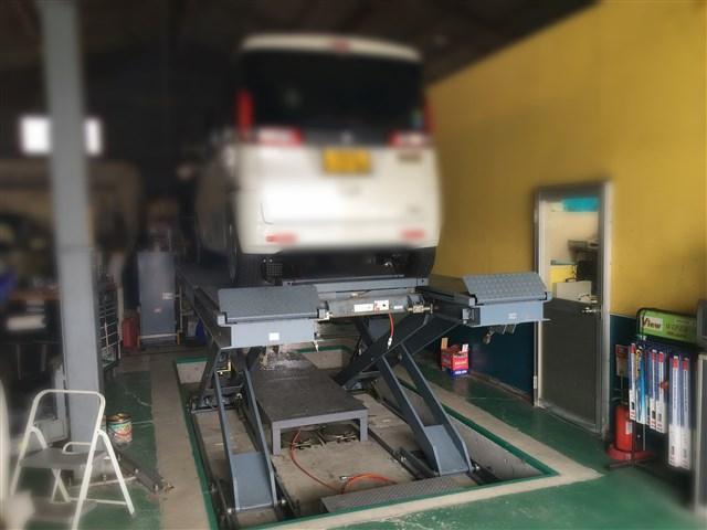 国家資格整備士を持つ整備士が修理や車検整備、点検整備などを致します。安心してお任せください。