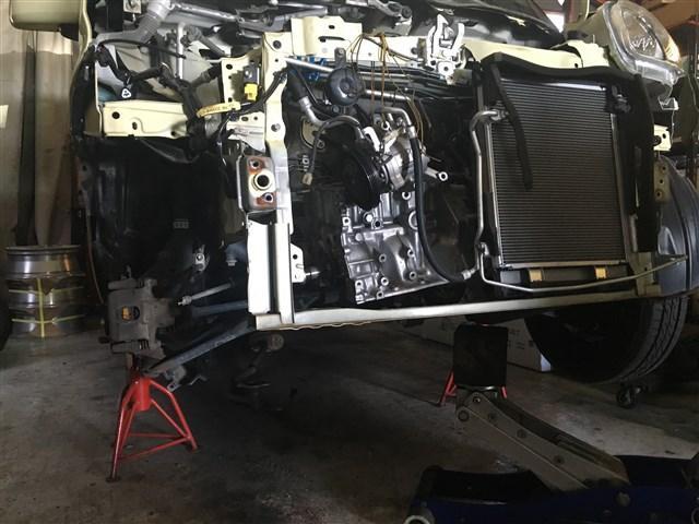 突然の事故による板金補修も承ります。分解技術によってキレイに補修致します。